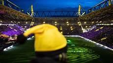 rund 70 000 menschen singen weihnachtslieder im stadion