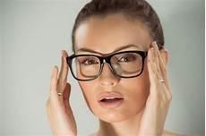 comment se maquiller quand on porte des lunettes l6mag