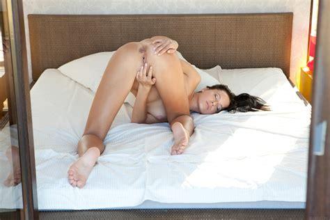 Naked G