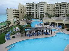 pool area picture of the royal caribbean cancun