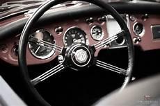 dashboard mg cars and roses