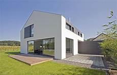 Das Einfamilienhaus Steht In Bergisch Gladbach Am Rande
