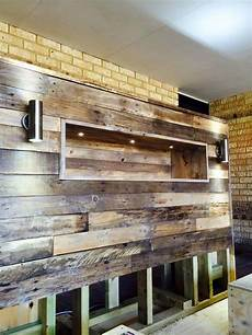 holzwand selber bauen diy pallet bed with headboard and lights