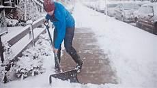 wann muss schneeräumen muss ich als mieter schnee r 228 umen ratgeber bild de