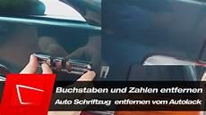 Auto Aufkleber Entfernen - auto schriftzug buchstaben und zahlen entfernen vom