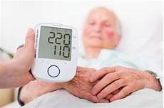 ölstand zu hoch ᐅ bluthochdruck wann ist der blutdruck zu hoch symptome ursachen