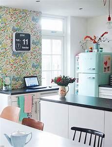 tablet halterung küche retro k 252 che idee ideen m 246 bel amerikanischen cafe vorh 228 nge