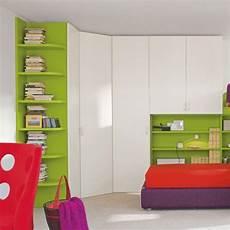 armadi colorati per camerette armoire de chambre d angle contemporaine en bois 224