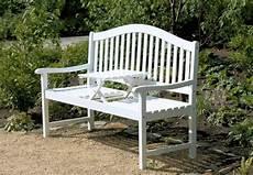 Weiße Gartenbank Holz - gartenbank mit hochklappbarem tisch aus 100 fsc