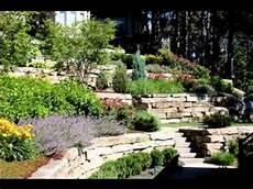 steilen hang bepflanzen hillside landscaping design ideas