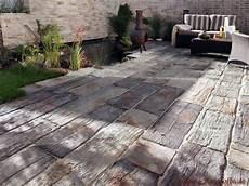 Terrasse Mit Holz Und Stein - stein der wie holz aussieht steinplatten terrasse