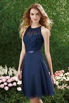 tenue chetre pour mariage robe bleu marine col illusion en dentelle au genou pour