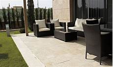naturstein terrasse terrasse bauen lassen wasserspiele