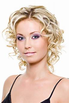 13 mind blowing short curly haircuts for fine hair