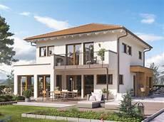 Einfamilienhaus Stadtvilla Modern Mit Walmdach Erker