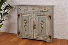 credenze dipinte raffinata credenza a 3 cassetti e 2 ante di lusso dipinta