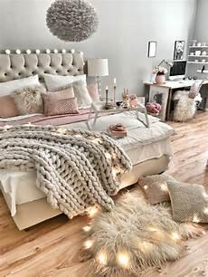 schlafzimmer dekorieren gemütlich wie das bett gem 252 tlich dekoriert hygge in 2019