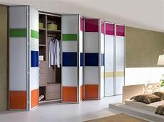 porte placard design les portes de placard pliantes pour un rangement joli et moderne archzine fr