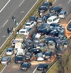 Unfall Auf A9 Massenkarambolage Mit Zwei Toten Auf Der A9