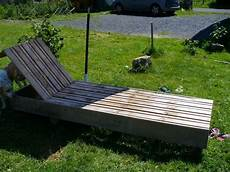 Gartenliege Europaletten Ideen Bauen Sonnenschirm Hund