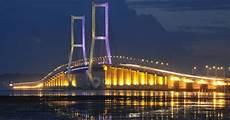 Jembatan Suramadu Penghubung Antara Surabaya Dan Madura