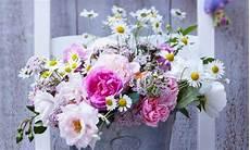 fiori composizioni come fare una composizione di fiori bellissima leitv