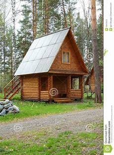 Casa Pequena De Madeira Em Uma Madeira Imagem De Stock