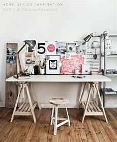 faire un bureau en bois bricolage un bureau avec une planche et 2 tr 233 teaux