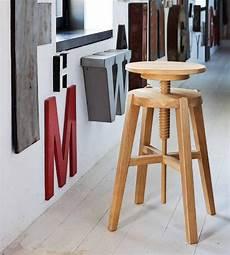 sgabelli di legno sgabello move di altacorte in legno rovere o noce moderno