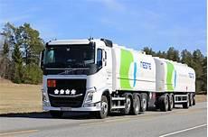 Bateau Citerne Blanc De Carburant De Volvo Fh Du Transport