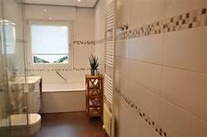 mosaik bordüre bad bad in holzoptik mit mosaik