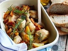 come cucinare il pollo al forno con patate pollo con le patate al forno ricettedalmondo it