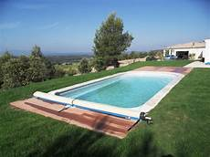 amenagement piscine coque am 233 nagement naturel pour piscine pelouse et bois pour piscine
