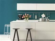 küche farbig gestalten farben in der k 252 che so wird die k 252 che bunt tipps