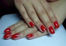 fingernägel schwarz weiß nageldesign rot fullcover rot schwarz nageldesign