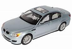 bmw m5 e60 kaufen bmw 5er m5 e60 limousine silber 2003 2010 1 18 maisto