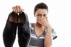 enlever odeur chaussure astuces contre les odeurs de pieds chaussures