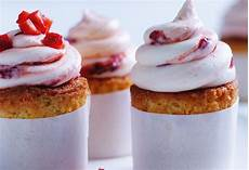Orangen Cupcakes Mit Erdbeer Frosting Frisch Gekocht