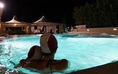 bagno in piscina in toscana con bambini tra terme e favole terme a grotta