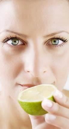 was hilft gegen pickel hausmittel so hilft zitrone gegen pickel akne mitesser und unreine haut