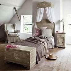 lit style romantique ciel de lit pour chambre romantique trucs et deco
