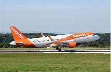 billet d avion lyon porto file airbus a320 200 of easyjet g ezow lands at bristol
