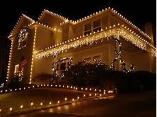 Haus Mit Weihnachtsbeleuchtung - outdoor lights your model home