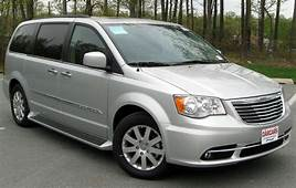 2013 Chrysler Town And Country Touring Wallpaper