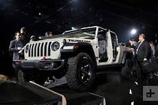 Jeep Vehicles 2020 by 2020 Jeep Gladiator Is The Wrangler Based Of Your