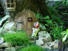 Elfenhaus Selber Bauen - elfen haus baumstamm dekorieren kleine t 252 r feengarten