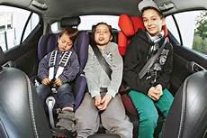 kindersitz bis zu welcher größe kindersitze test in welchen fond passen drei kindersitze autobild de