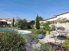 Ruhiges Einfamilienhaus In Einem Garten 10 Minuten Vom