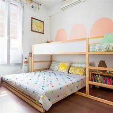 hochbetten für kleine zimmer hochbett und doppelbett im geteilten kinderzimmer