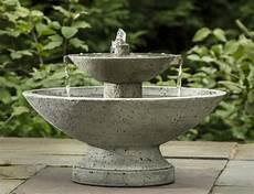 Wasserspiel Stein Garten - wasserspiel im garten mit brunnen bach oder wasserfall